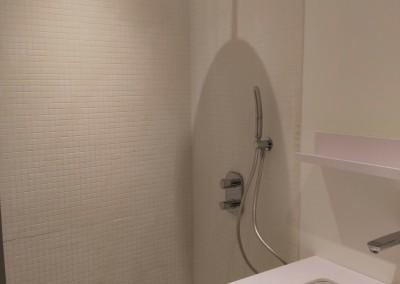 douche avec robinetterie encastrée